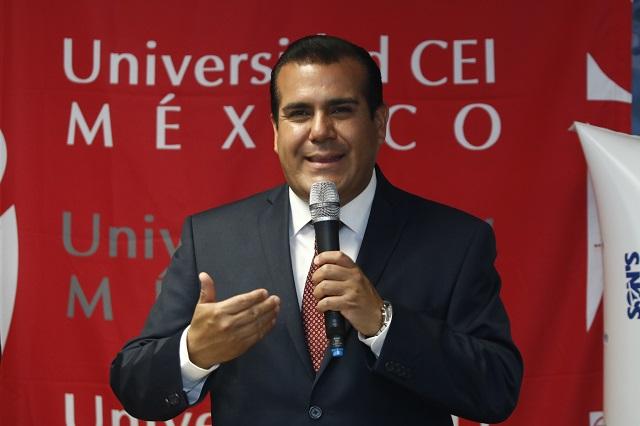 Tunden a Valerio en redes por promoverse a alcaldía de Puebla