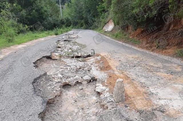 Exhiben estado de deterioro de carreteras en la Sierra Nororiental