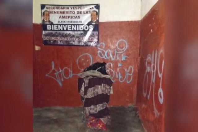 En carrito de súper dejan cadáver frente a escuela en Puebla