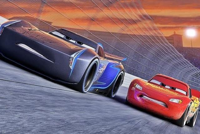 Cars 3: Rayo McQueen al borde del retiro y el sueño que nunca muere