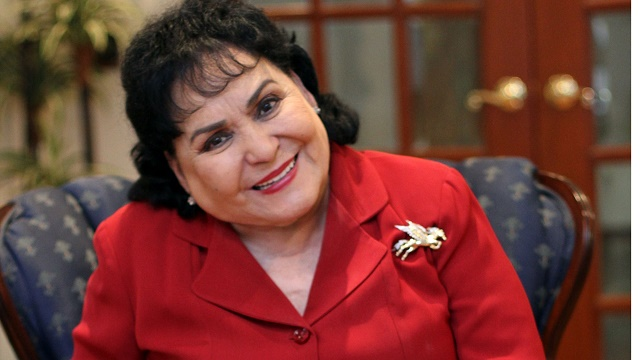 Carmen Salinas avergüenza a Paul Stanley en Miembros al aire