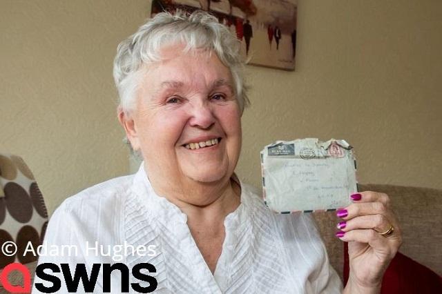 Mujer recibe carta de amor que le escribió a su esposo hace 57 años
