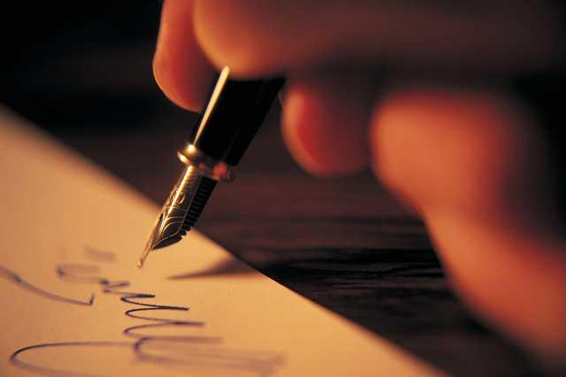 Chico abre carta que su abuelita le escribió hace 26 años y se viraliza