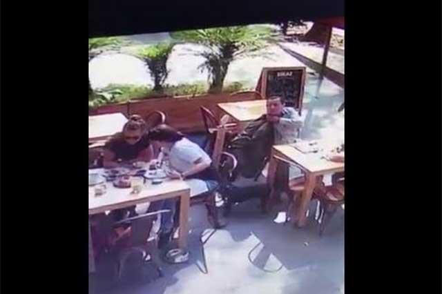 Captan el modus operandi de dos carteristas en restaurante de la Roma