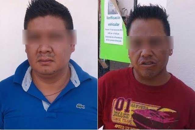 En Almecatla, aseguran a dos presuntos asaltantes de casa habitación