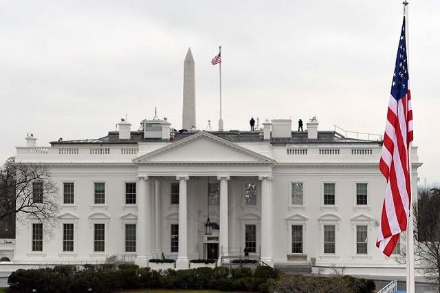 Un hombre se da un balazo frente a la Casa Blanca