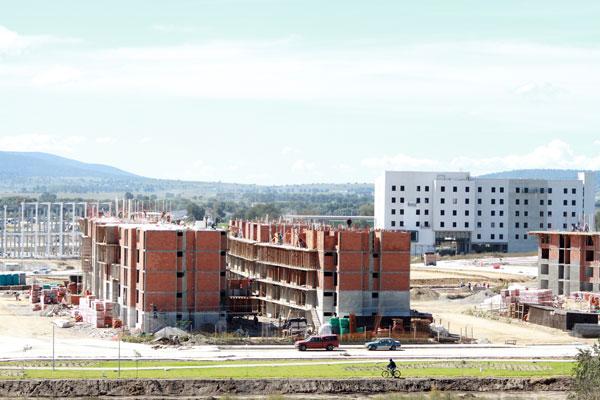AMPI va por 20 mil casas nuevas en Puebla, venga o no la SEP