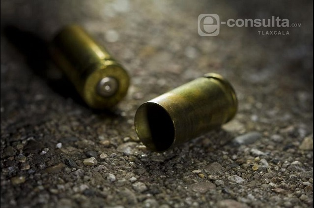 Niña muere por balas perdidas en Puebla tras riña familiar