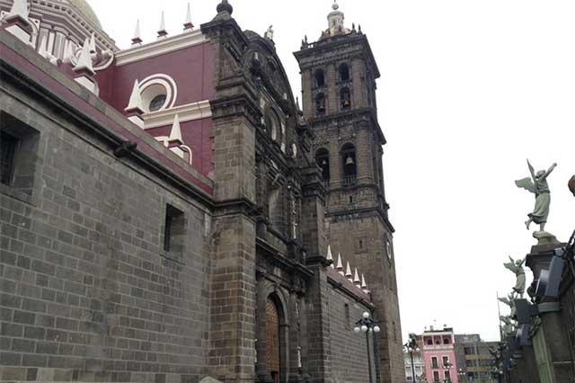Alistan arreglo de rejas internas de la Catedral de Puebla