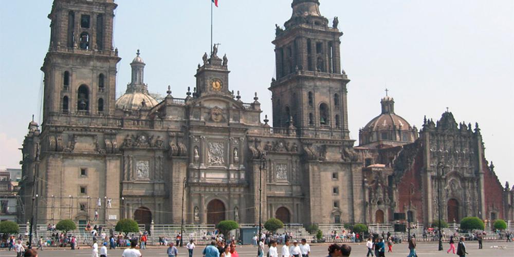 Sale de terapia intensiva el sacerdote apuñalado en la Catedral Metropolitana