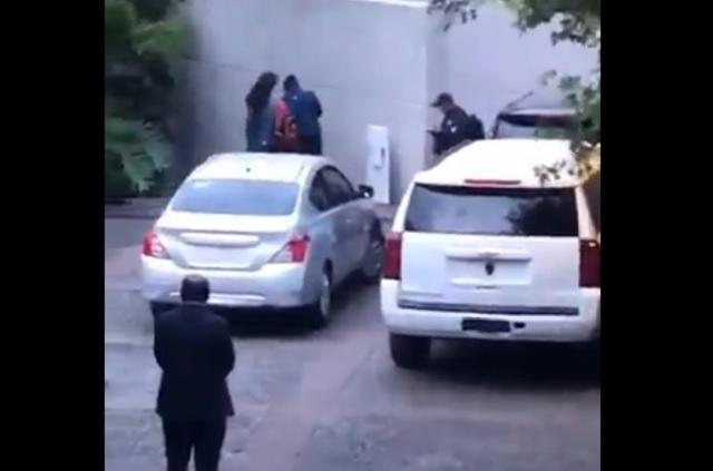 Catean casa del padre de Emilio Lozoya, pero aún no lo capturan