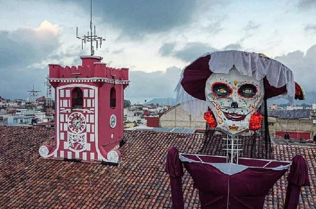 Buscan récord Guinness con Catrina de 22 metros en Huauchinango