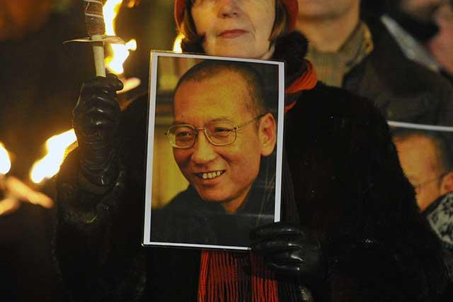 Muere en cautiverio Liu Xiaobo, disidente chino y Nobel de la Paz