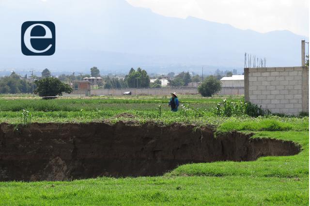 Indemnizará gobierno a dos familias afectadas por el socavón