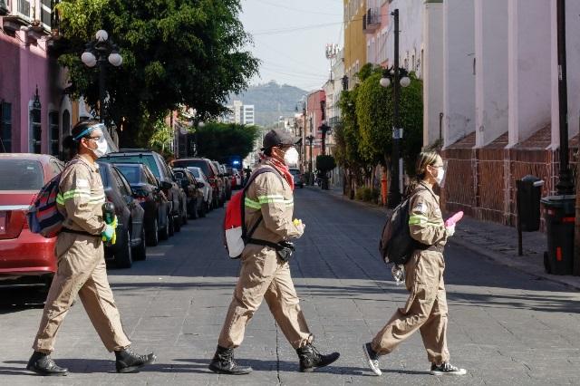 Salen a la calle los cazacoronavirus para atacar la pandemia en Puebla