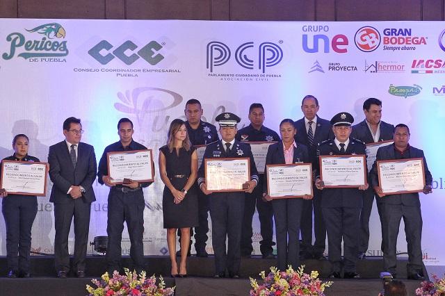 Reconocen empresarios labor de policías y militares poblanos