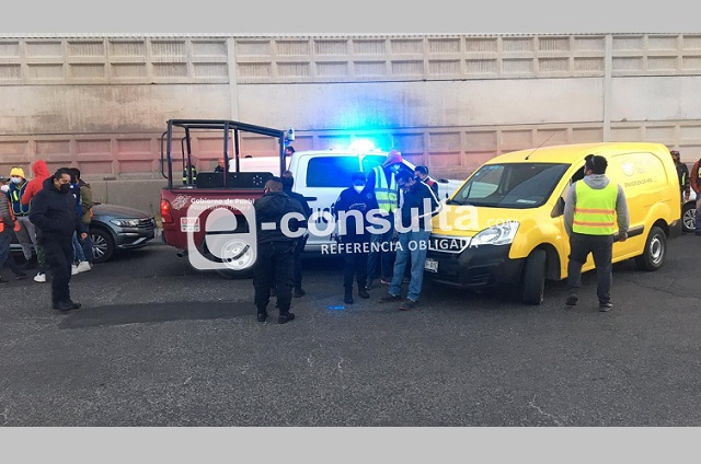 Daños materiales dejan dos choques de patrullas en Puebla