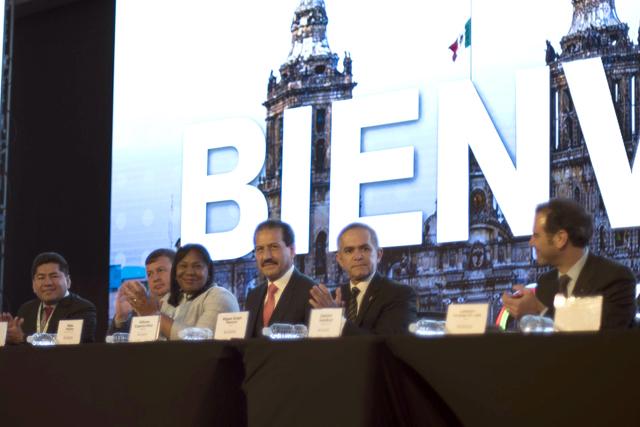 Avala BUAP XII Cumbre Mundial de Comunicación Política en CDMX