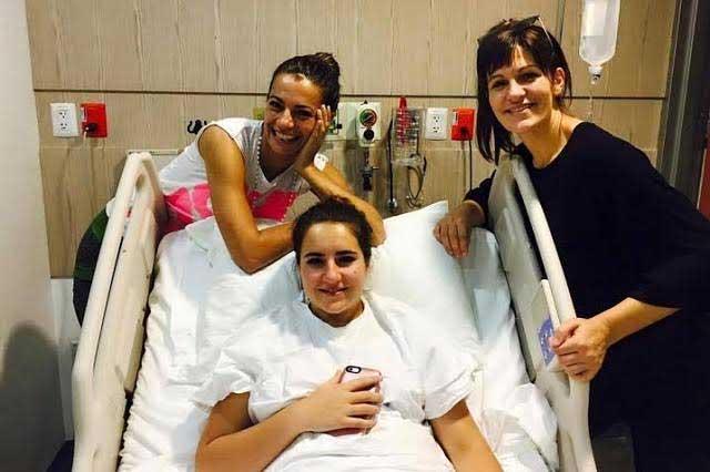 Operan de emergencia a hija de Cecilia Galliano por tumor en el seno