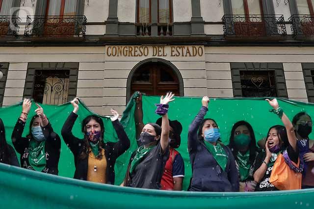 Exigen despenalizar ya el aborto en Puebla tras sentencia de SCJN