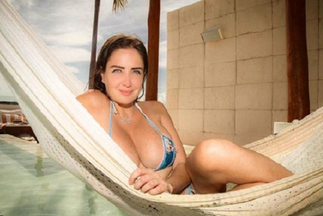 Celia Lora comparte sus sexis vacaciones