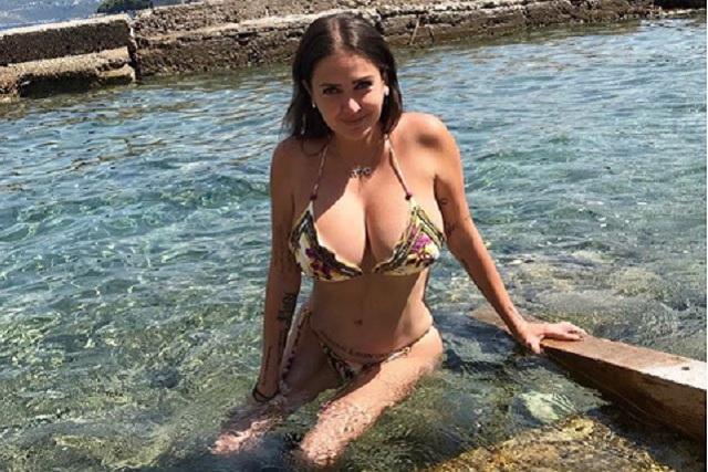Celia Lora posa sin sostén y enciende Instagram