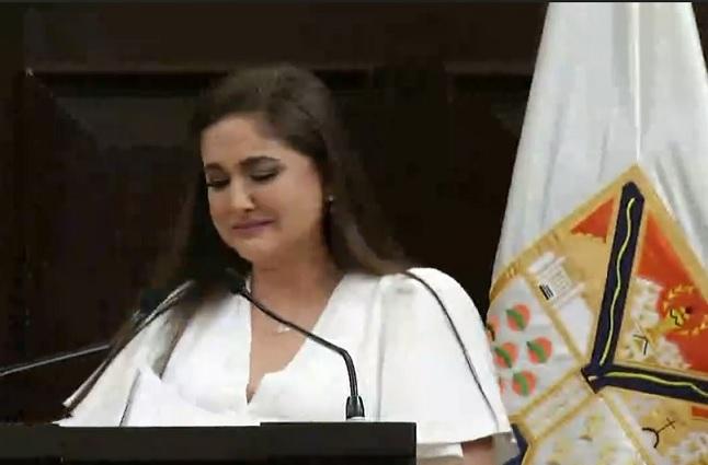 Alcaldesa de Hermosillo da su informe y llora porque no tiene recursos