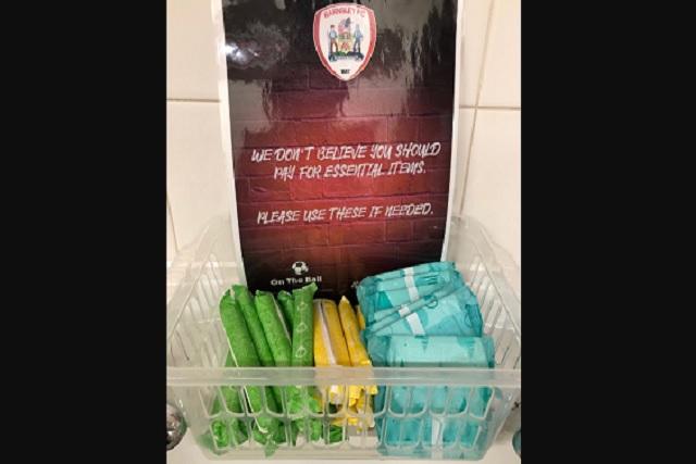 Estadios de Reino Unido regalan toallas y tampones, pero ¿por qué?