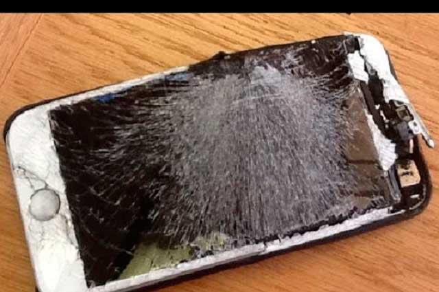Teléfono celular explota en mano de un hombre y le causa quemaduras