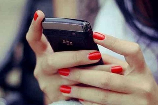 Mata a su esposa porque era adicta a Facebook y WhatsApp y lo ignoraba