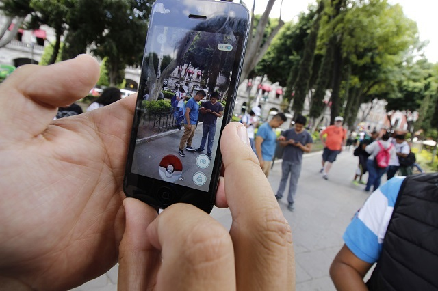 Mexicanos pueden pasar un mes sin sexo pero no sin celular