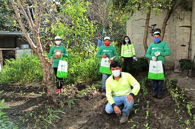 Jóvenes poblanos producen alimentos orgánicos