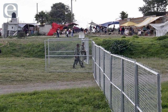 Cerca metálica tira ventas de comerciantes del socavón