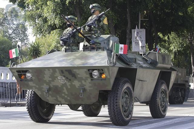 Ejército, Guardia Nacional y SSC desfilan en Puebla capital