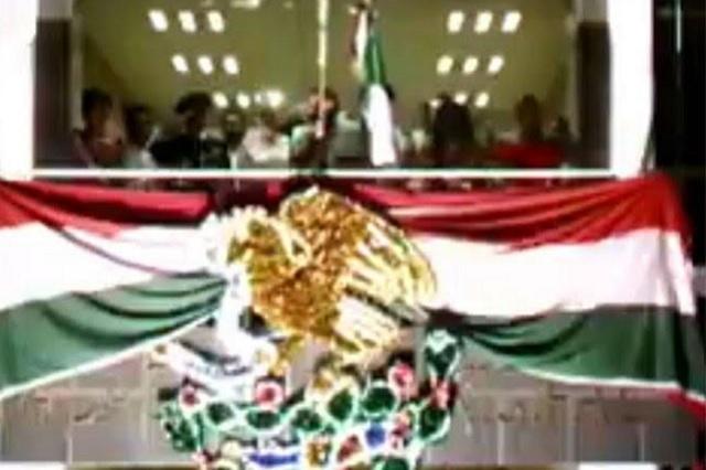 Alcalde en Tabasco pide 'viva' para él en fiestas patrias