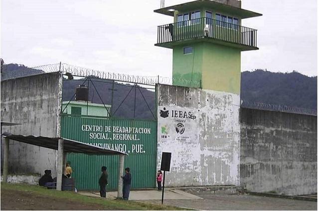 Por falta de atención médica muere reo en penal de Huauchinango