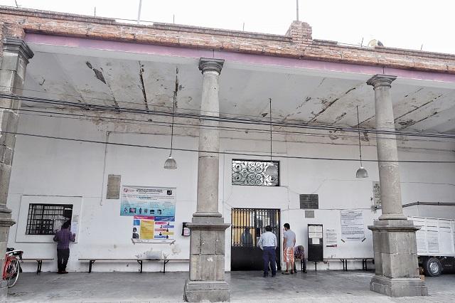 Rentan teléfonos y cobran visitas conyugales en penal de Cholula