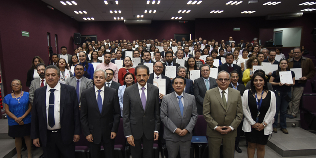 Dan 46 certificados de competencias laborales a trabajadores de la BUAP
