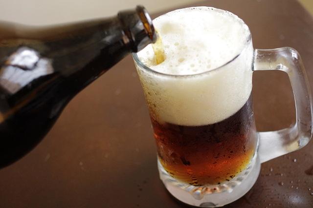 Revelan secreto de cómo tomar cerveza toda la noche sin emborracharse