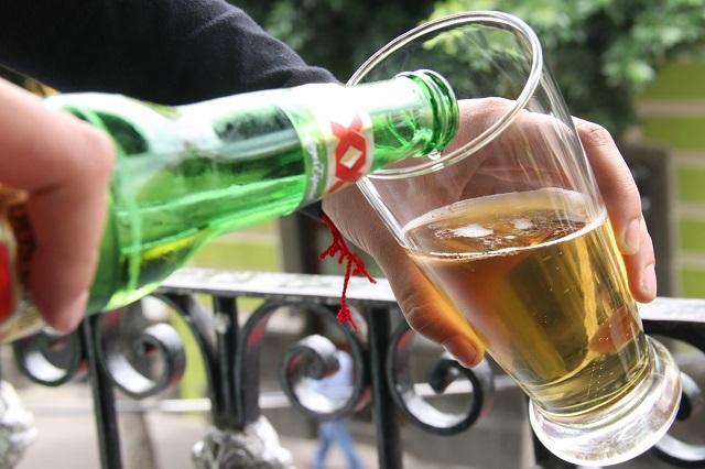 Cervezas y refrescos subirían 1 peso para mantener al INSABI
