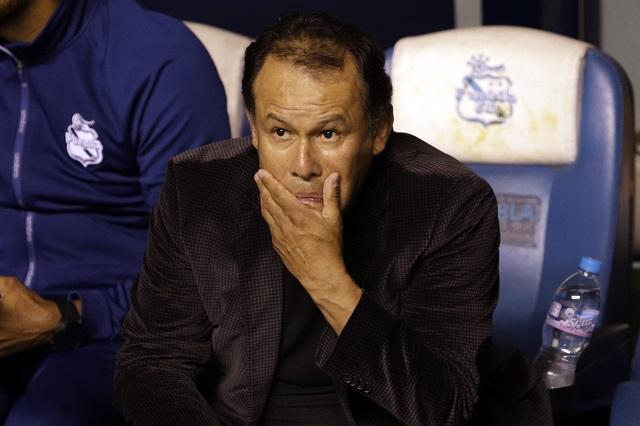Puebla hace oficial salida de Juan Reynoso como director técnico