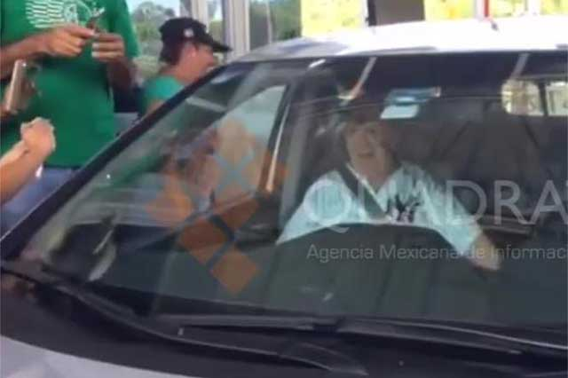 Maestros catafixian a Chabelo paso en la autopista del Sol