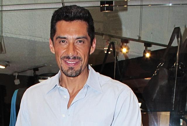 Charly López defiende a Sergio Mayer y arremete contra Bárbara Mori