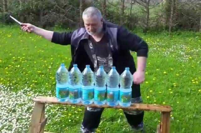 Hombre de Chechenia conquista las redes con su filoso cuchillo