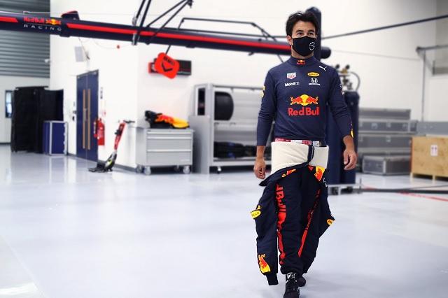 F1: Mercedes reconoce preocupación por llegada de 'Checo' a Red Bull