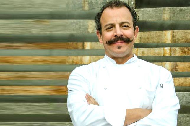 Regañan al chef Benito por romper un plato y explica por qué lo hizo