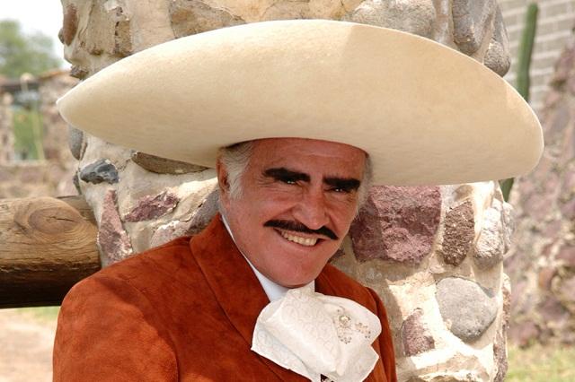 Vicente Fernández Jr. desmiente que su padre padezca cáncer