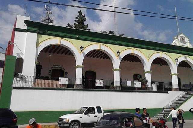 Policía Ministerial presenta al edil de Chiautzingo ante la PGJ