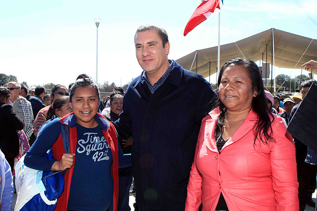 Entrega RMV espacios educativos en Chiautzingo
