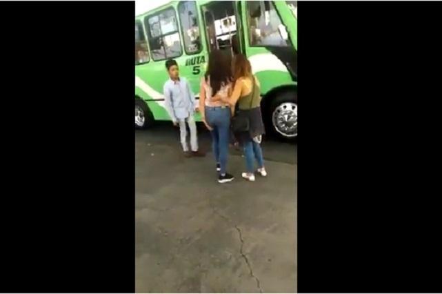 Karma: Chicas intentaron burlarse de un chofer y recibieron dura lección